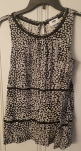 Womens medium old navy  sleeveless flower top